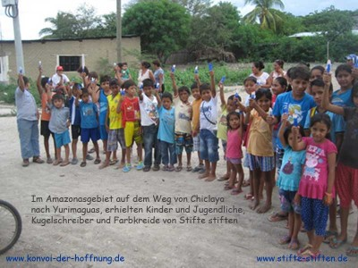 Papier und Stifte für die Kinder in Peru