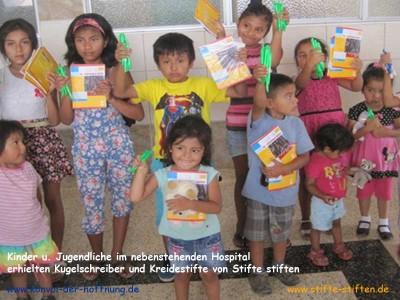 Ein Stifte bringt Freude ins Krankenhaus von Peru