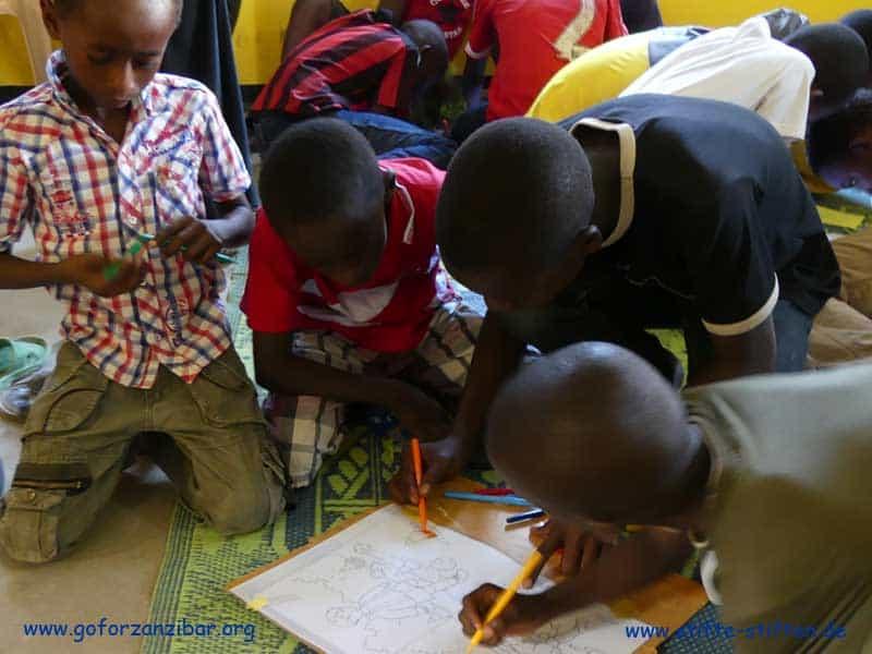 Schulen und Kinder in Sansibar