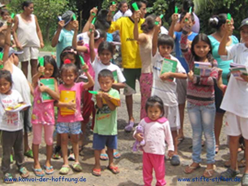 Papier und Stifte für Kinder in Peru