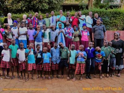 stifte f r stra enkinder und familien in kenia stifte stiften. Black Bedroom Furniture Sets. Home Design Ideas