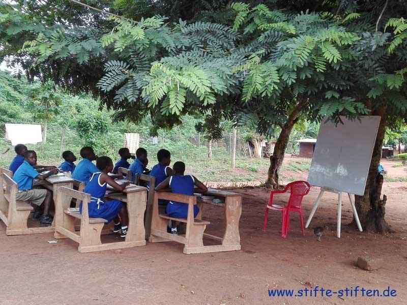 Schule und Schüler (Kinder) in Ghana Afrika
