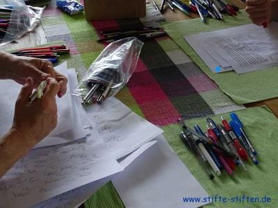 Wir testen und sortieren die Stifte, falls sie nicht schon vorsortiert sind