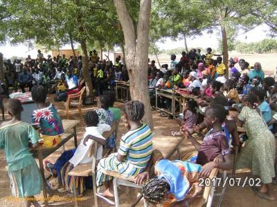 Schüler und Dorfeinwohner aus Bema, Burkina Faso