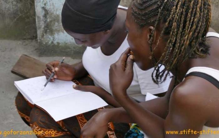 Stifte für Sansibar. Bildung für Frauen