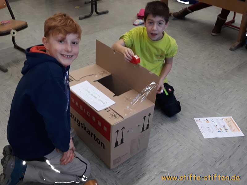 Die Schülerinnen und Schüler der Umwelt-AG waren für die Sammelboxen zuständig.