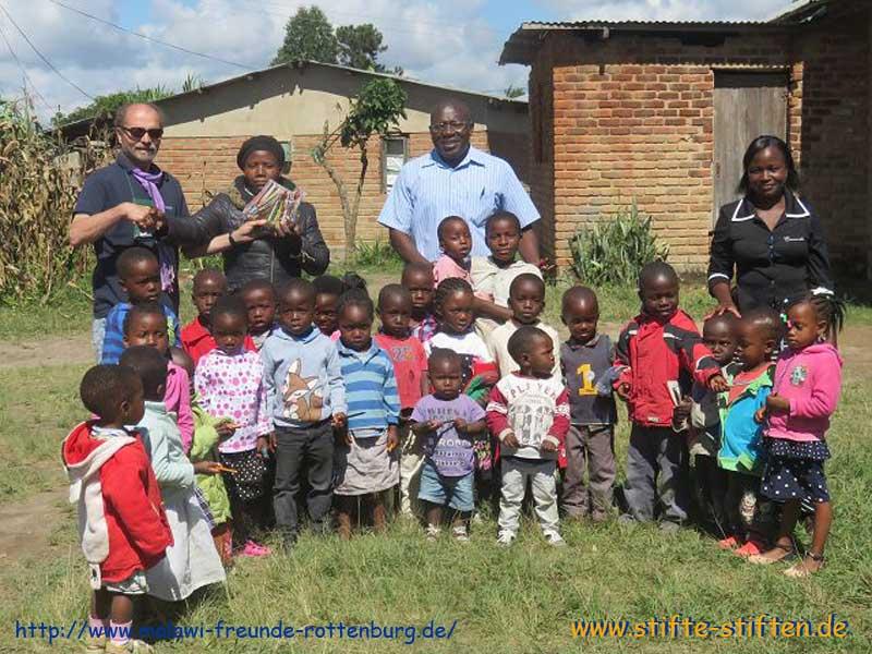 Stifte für Kindergartenkinder in Malawi